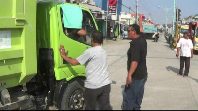 Merusak Jalan, Warga Brebes Hentikan Truk Proyek Tol Pejagan-Pemalang