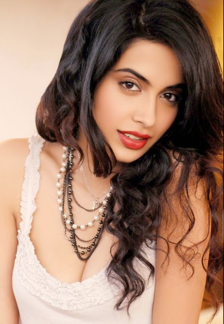 Sarah Jane Dias's Hot and Sexy Photos Collection