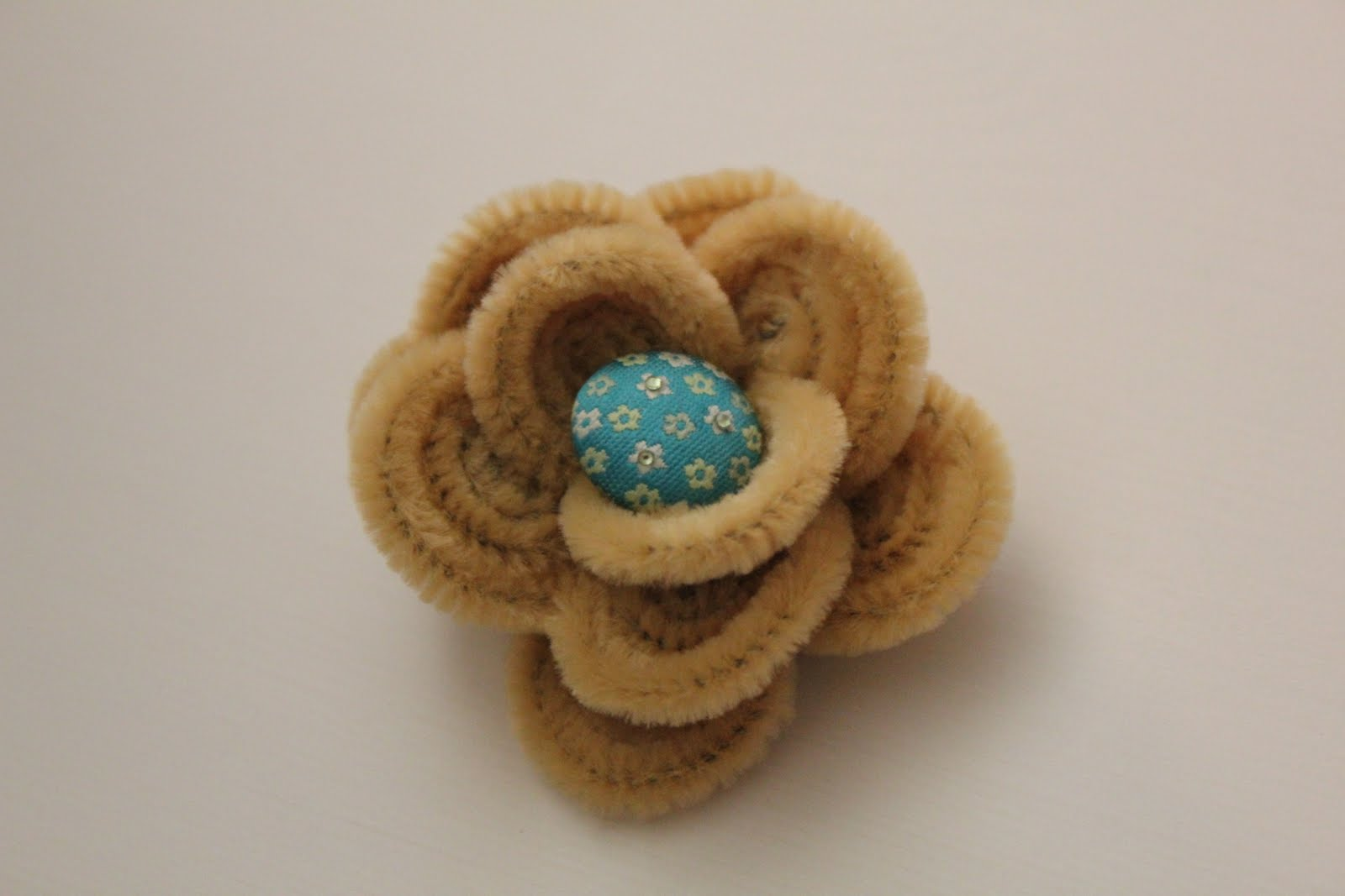 Pipe cleaner flower hairclip tutorial handmade easter for Easter crafts pipe cleaners