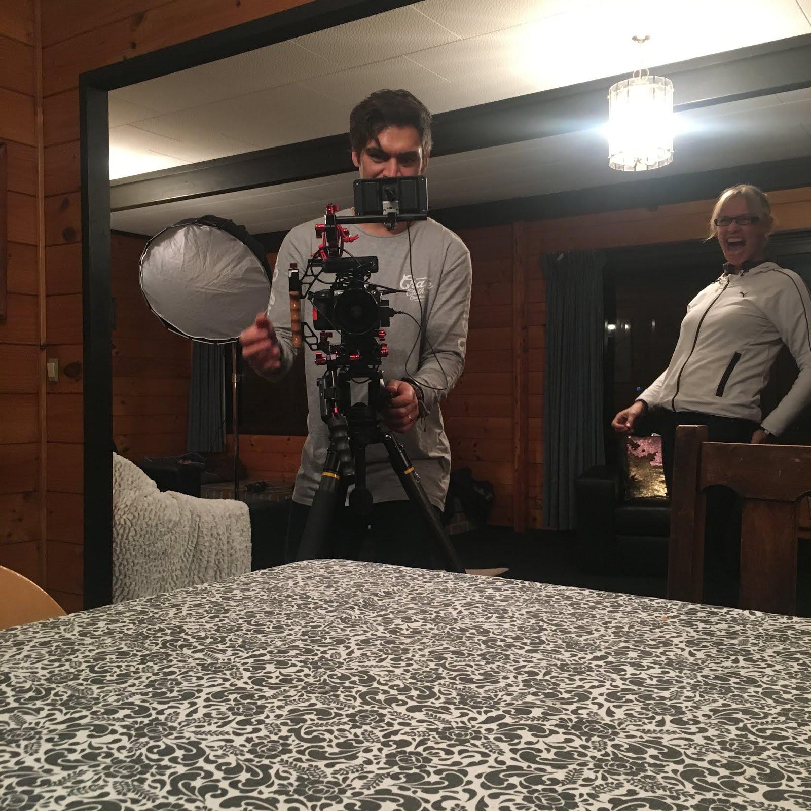 Neuseeland   New Zealand: Kamerateam im Haus   Film crew at home