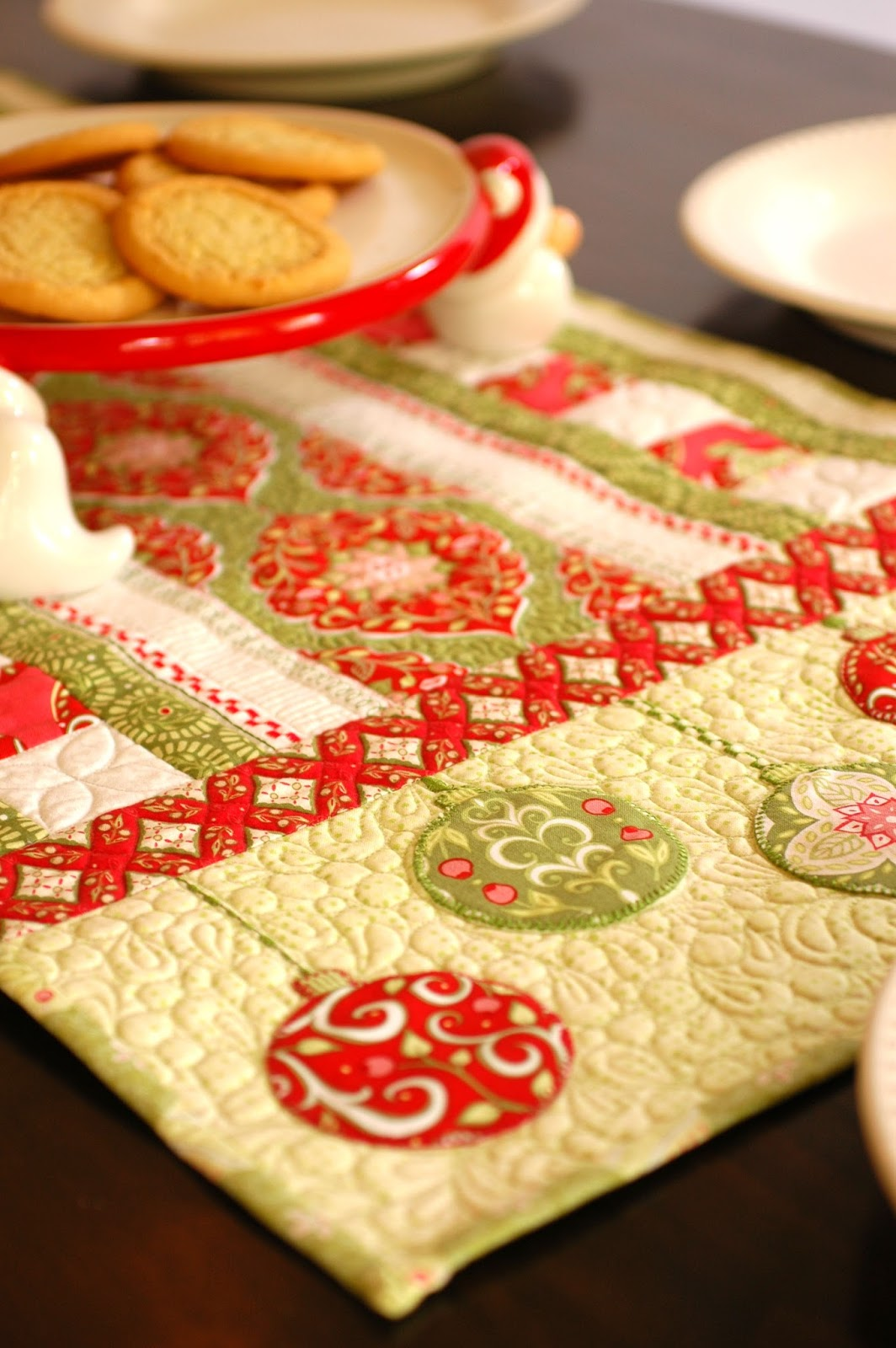 patterns holiday holiday for my line  runner table bouquet holiday runner blend free table featuring