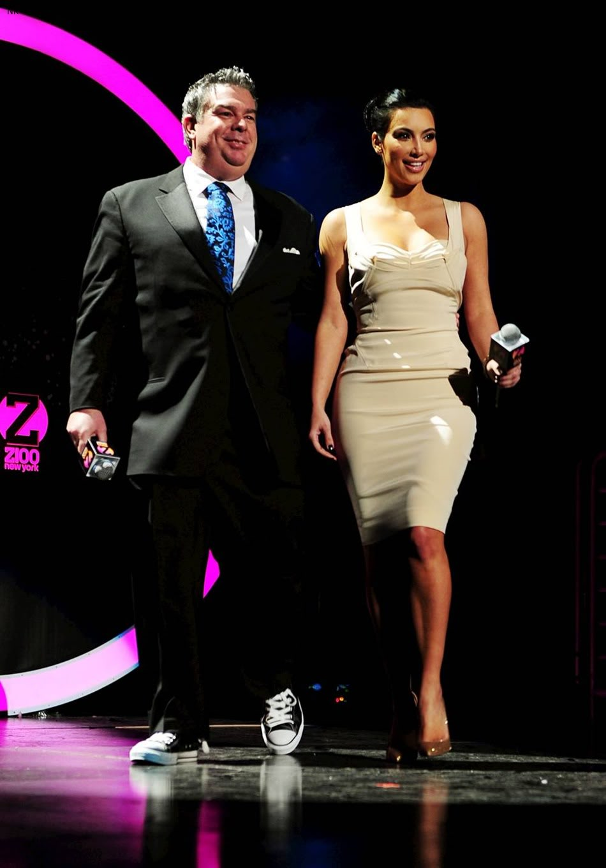 http://2.bp.blogspot.com/-jTfyPcT8lKo/TbS46mb50pI/AAAAAAAADus/mw7tgo4u0Xc/s1600/kim_kardashian_dress%2B%252811%2529.jpg