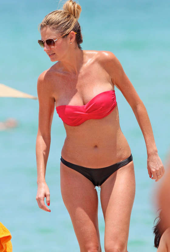 Erin Andrews Went to Miami, Put on a Bikini, and Now