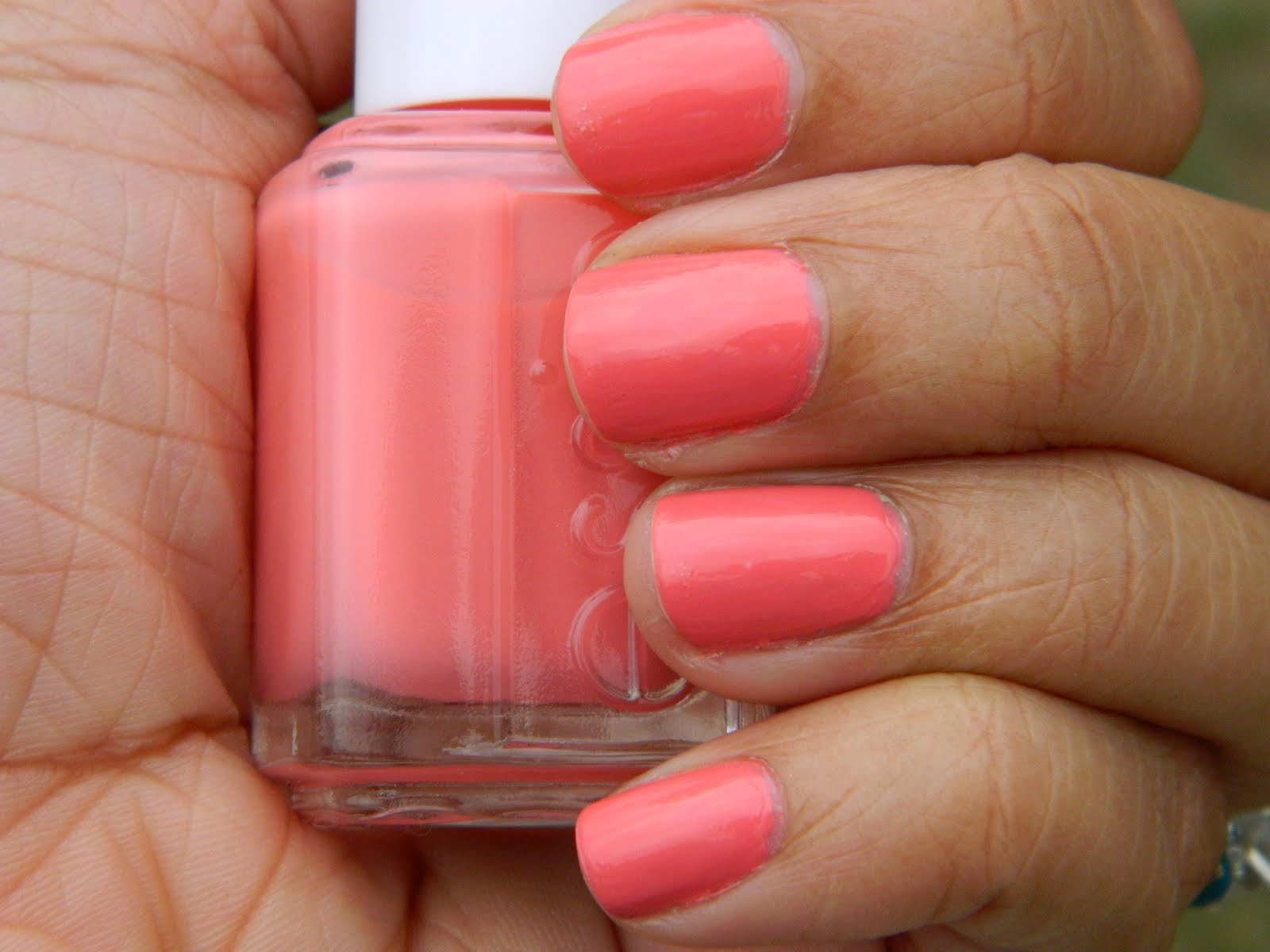 Blushing For Beauty: Manicure Mondays-Essie Carousel Coral