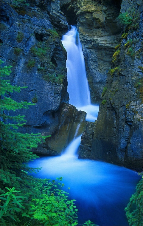 Kanada - Page 4 Beautiful+Waterfall+-+Johnston+Canyon%252C+Banff%252C+Alberta%252C+Canada