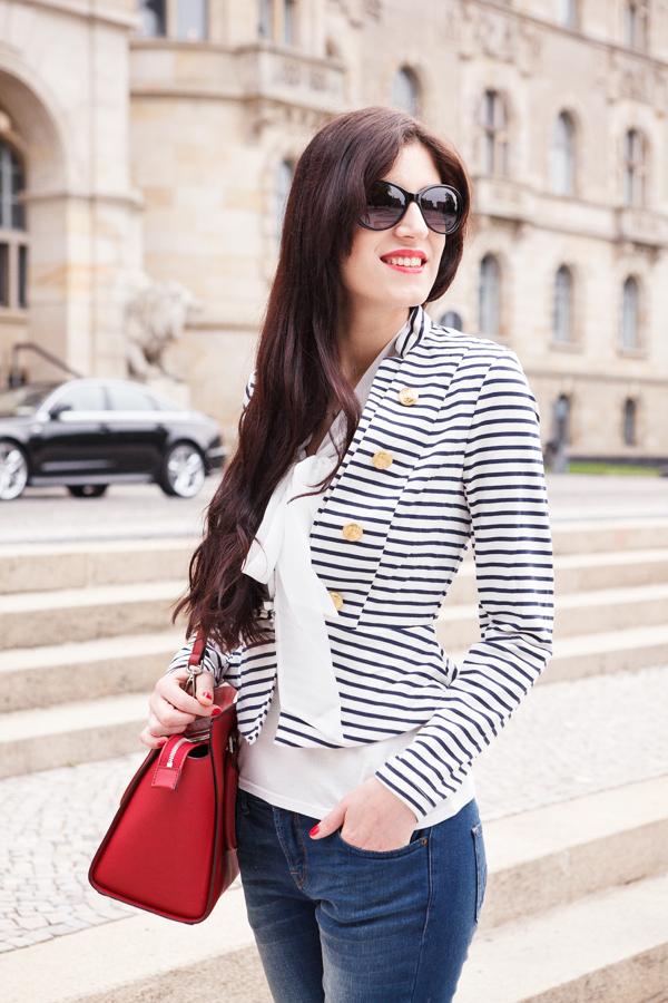 Bild Outfit, Streifen, Streetstyle, Look, Fashionblogger, Modeblog, Maritim, Summer, Querstreifen, Sailor, Matrosen, Hannover, Blogger, Fashion, Trend, Fotografie,