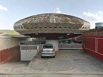 oficina en forma de ovni en brasil