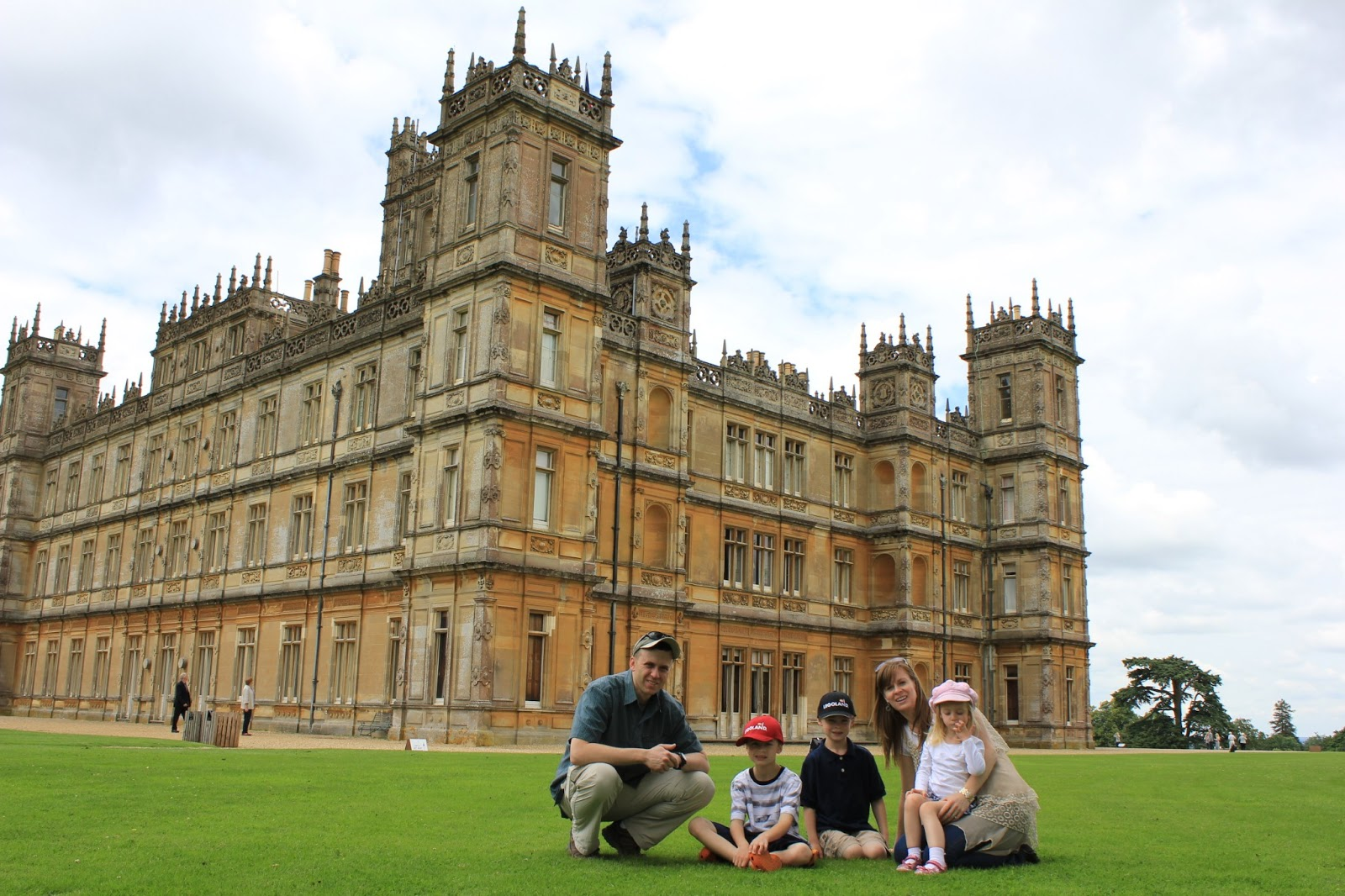 Totally toeheads highclere castle and downton abbey - Downton abbey chateau ...