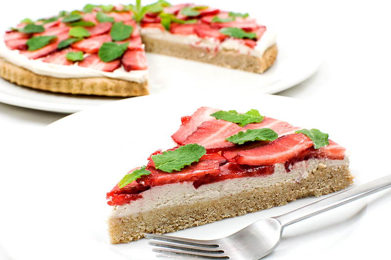 Vegan strawberry kokos cake side
