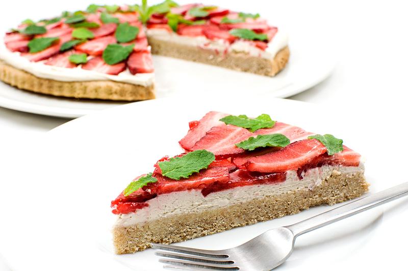Vegan strawberry kokos cake side