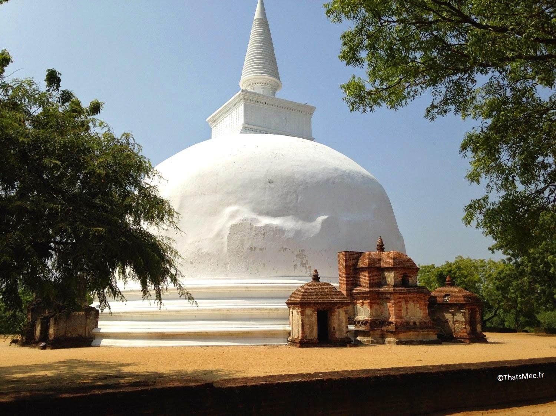 temple stuppa Sri-Lanka chaux blanche