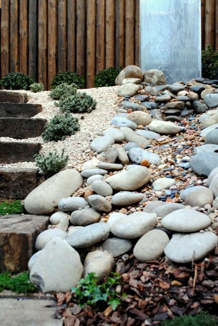 Jard n en pendiente jardines con alma for Alma de jardin pacheco