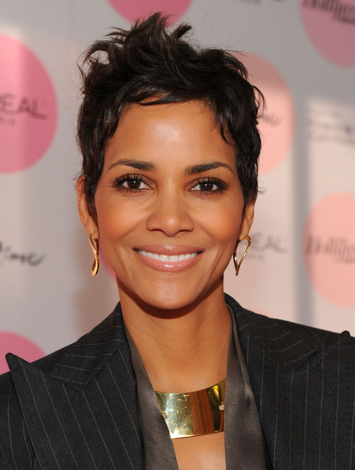http://2.bp.blogspot.com/-jUeKp3inpJs/UTjhNnRY0nI/AAAAAAAA6-M/PcR43BYIRvQ/s1600/Halle-Berry-halle-berry-hairstyles-miss-usa-world-model-acting-films-movies-actress-pictures-oscar+(1).jpg