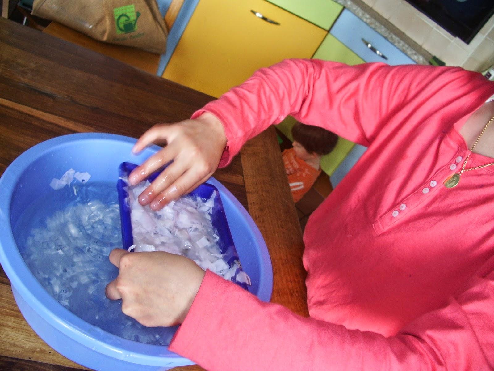 Sortir la pâte à papier de l'eau