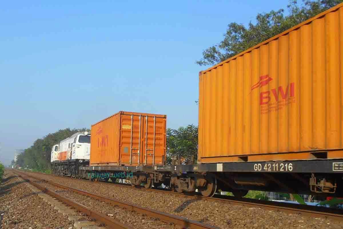 kereta api kontainer