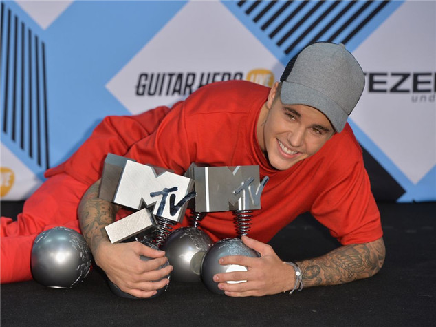 Justin Bieber shines at the MTV EMAs 2015