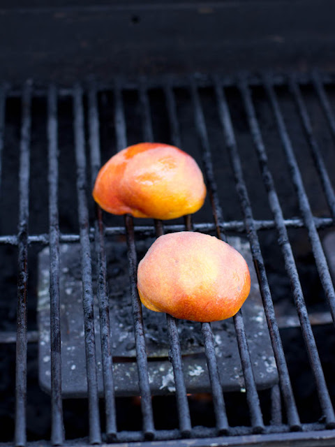 grilled peaches ohsweetbasil.com
