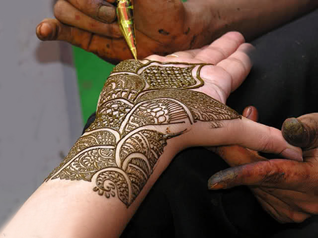 Mehndi Wrist : Women beauty tips gorgeous wrist mehndi designs