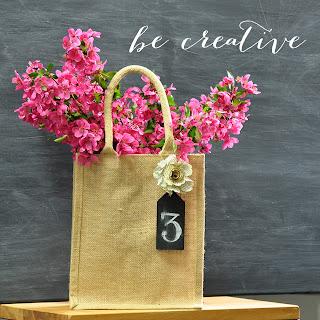 burlap bag centre piece tutorial on Creative Bag's blog