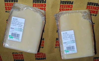 cestini di pasta brisè con roselline di prosciutto e biscottini di formaggio.