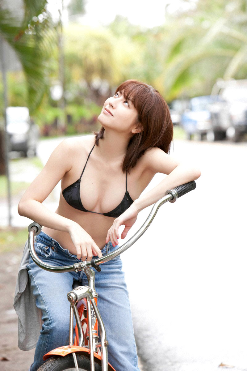 Yumi Sugimoto sexy bikini with bicycle - 1000asianbeauties Part 10 ...