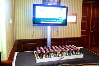 ordenador hecho con latas de cerveza
