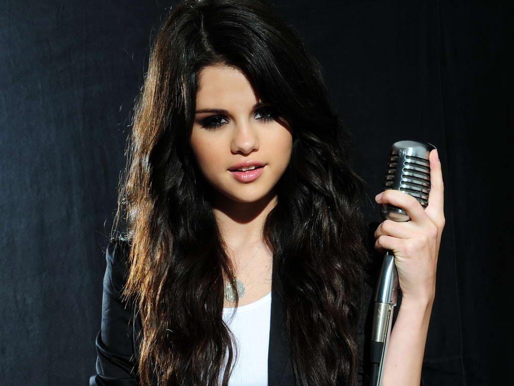 http://2.bp.blogspot.com/-jVxX3GxwL7A/TvMWQOXJxBI/AAAAAAAAADw/J0FNWCdL_Ow/s1600/selena+gomez+photoshoot-hhg1216.blogspot.com-Selena+Gomez+singing+in+photo+shoot+%25281%2529.jpg