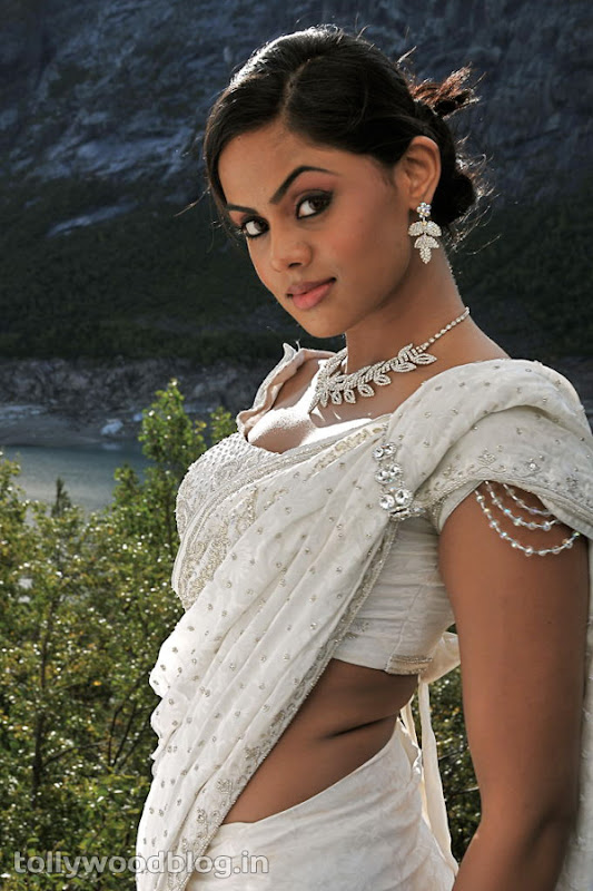 Karthika Photos in Rangam Telugu Movie hot photos