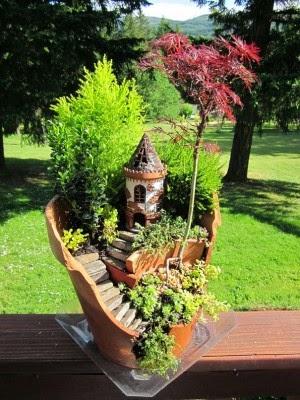 عمل تجميل للاواني المكسورة broken-pot-fairy-garden-24-300x400.jpg