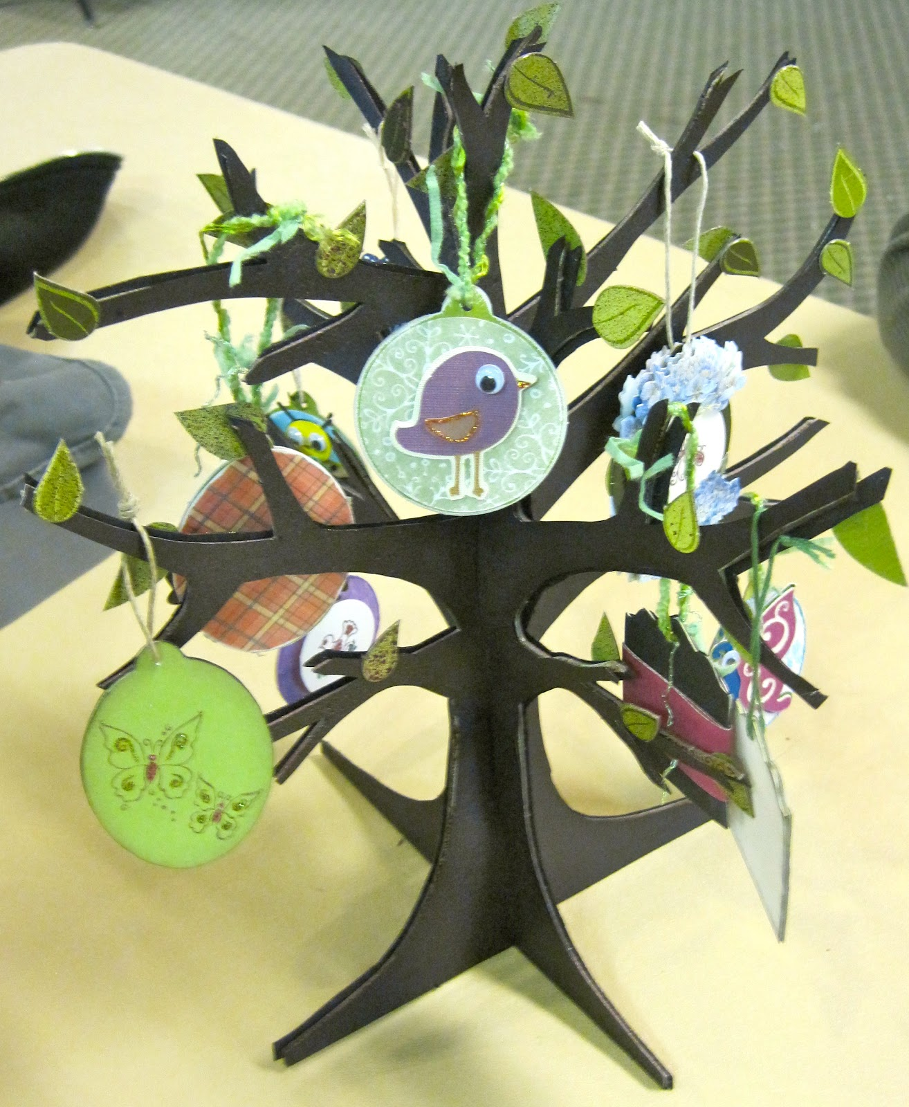 family tree projects Here's a fun project that shows off your entire family in a creative way—craft a  modern, colorful version of a family tree now this tree is not your.