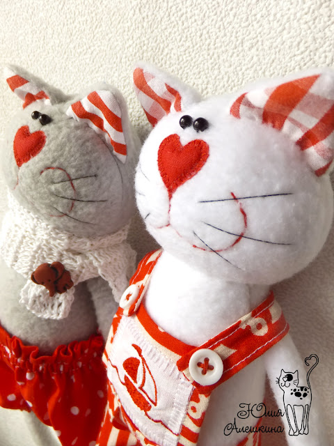 Котики в красном - мордочки