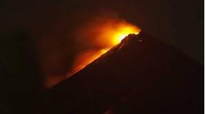 Gunung Raung Meletus