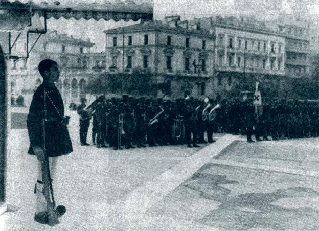 """""""Ζήτω το έθνος των Ελλήνων"""", είπε ο εκφωνητής του Ραδιοφωνικού Σταθμού Αθηνών, πριν μπουν οι Γερμανοί στην Αθήνα, το 1941"""