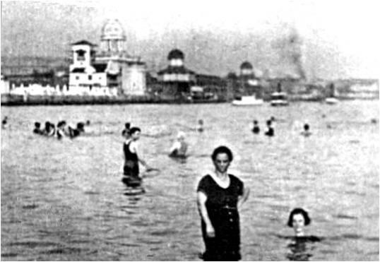 Banhista tomando banho onde hoje está localizado o Aeroporto Santos Dumont