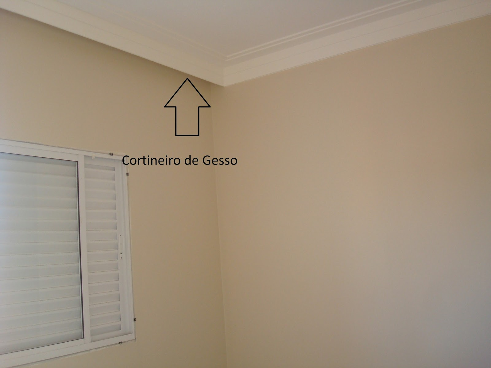 No meu quarto não entra nada de luz a cortina vai do teto ao solo e  #7D694E 1600 1200