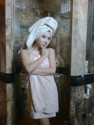 Koleksi Lengkap : Photo Syur, Hot & Nakal Syahrini Biki