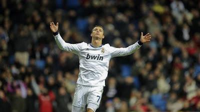Cristiano Ronaldo e Mourinho discutiram após jogo e foram separados por jogadores