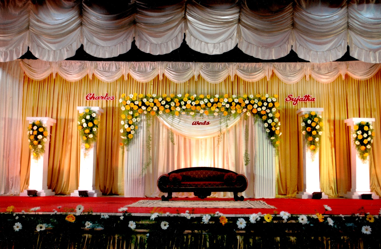 Indian wedding stage decoration romantic decoration for Background decoration for indian wedding
