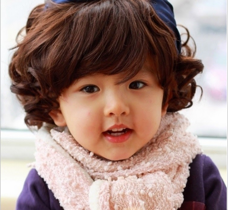 Gambar bayi cantik berambut ikal