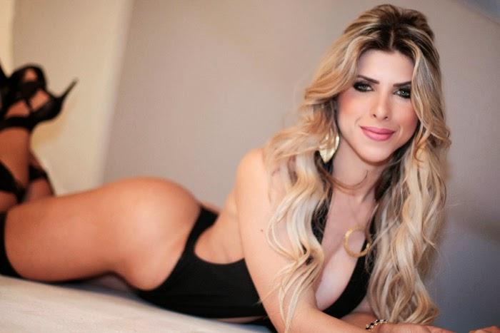 Ana Paula Minerato posando para foto