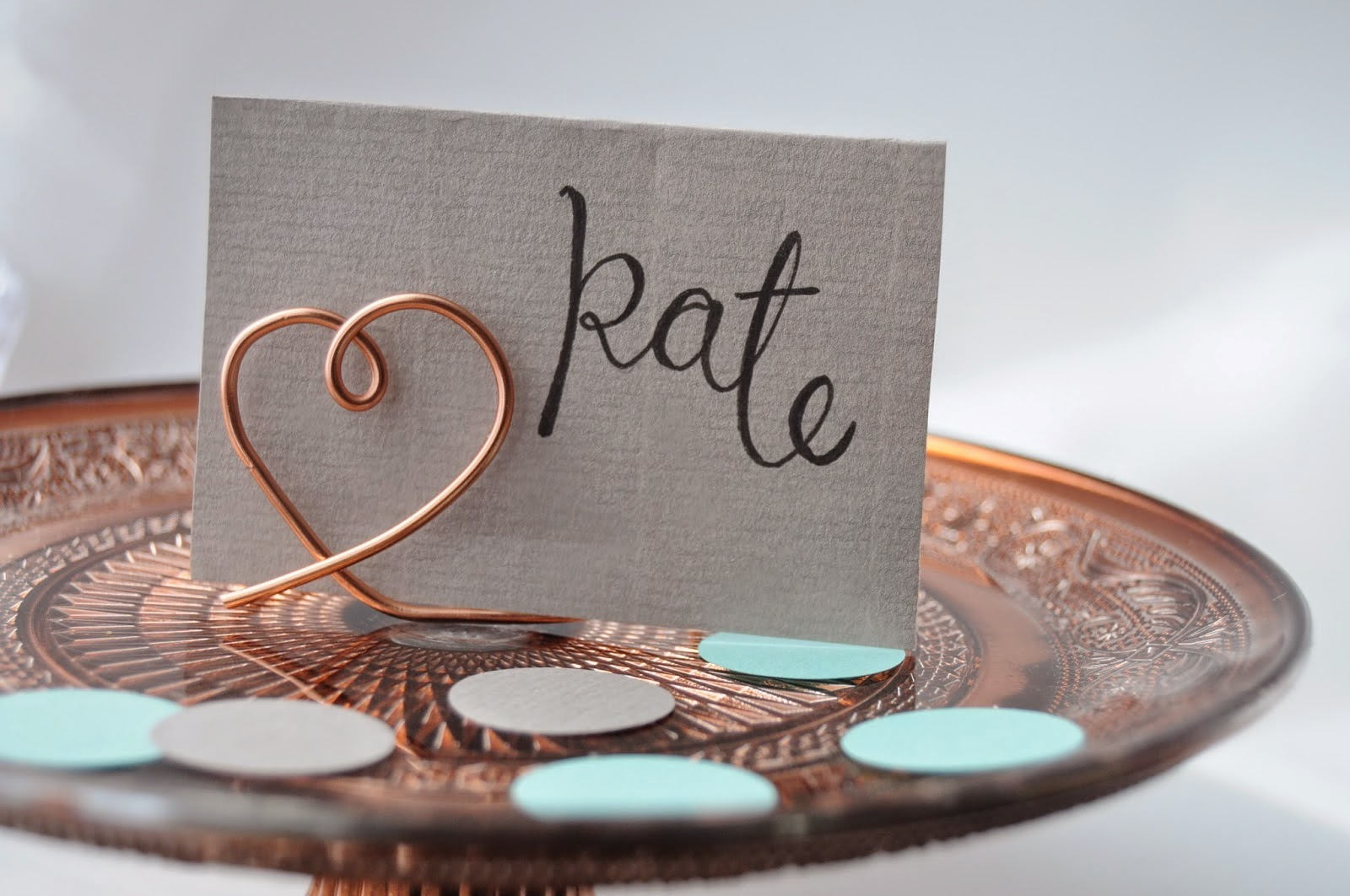 http://thecuriouslifeoflisa.blogspot.co.uk/2015/04/diy-wire-place-card-holders.html