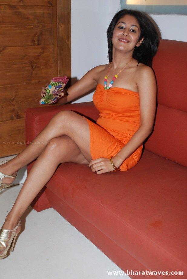 film actress india anjali spicy leggy posing