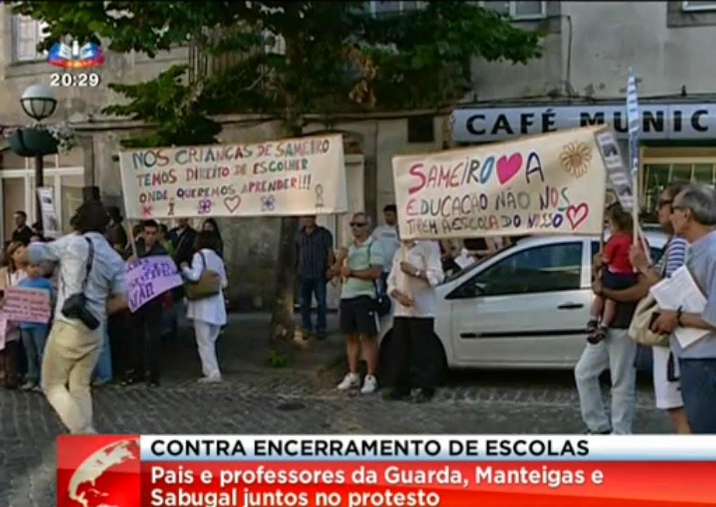 http://sicnoticias.sapo.pt/pais/2014-07-14-dezenas-concentram-se-contra-o-fecho-de-13-escolas-no-distrito-da-guarda