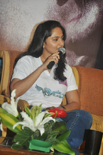 Anushka Stills in Jeans at Irandam Ulagam Movie Press Meet ~ Celebs Next
