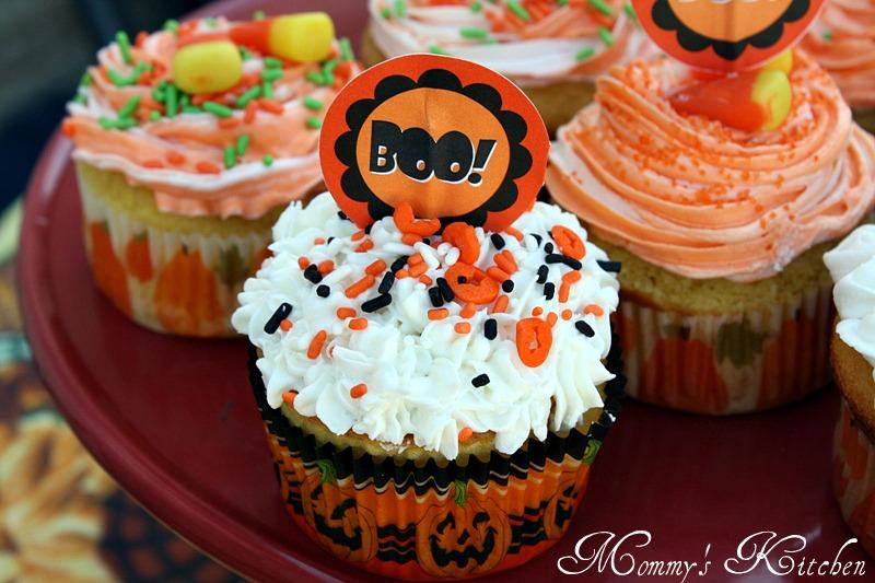halloween dream cupcakes wilton helped me decorate cupcakes like a rockstar