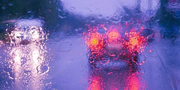 6 Tips Aman Mengemudi Mobil Saat Hujan Lebat