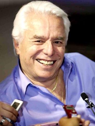 Enrique Guzmán con una gran sonrisa