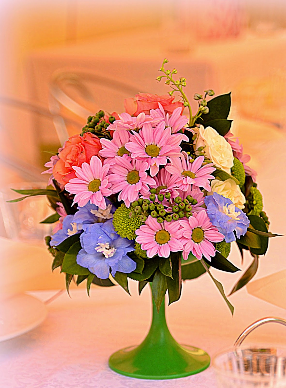 декор гостевых столов цветами