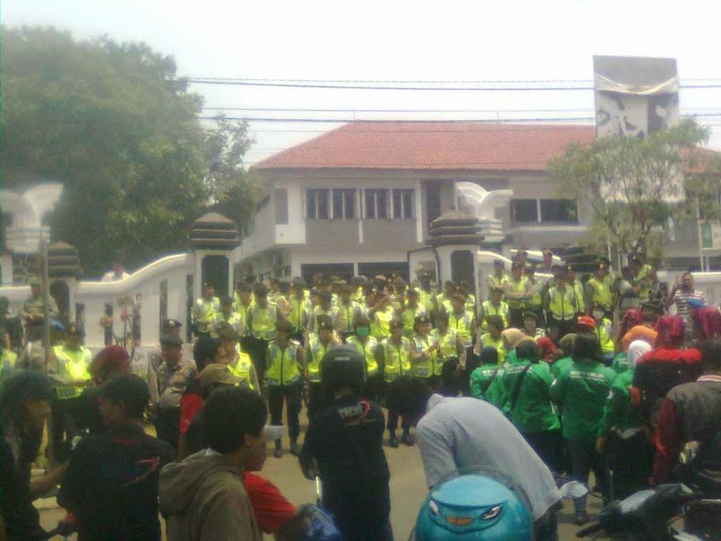 Ratusan Aliansi Buruh Subang Kembali Menggelar Aksi Demo Dan Tuntut UMK Rp 2,475 Juta