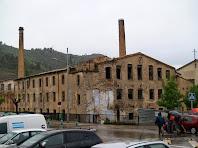 Les façanes de llevant i sud de la Fàbrica Vella